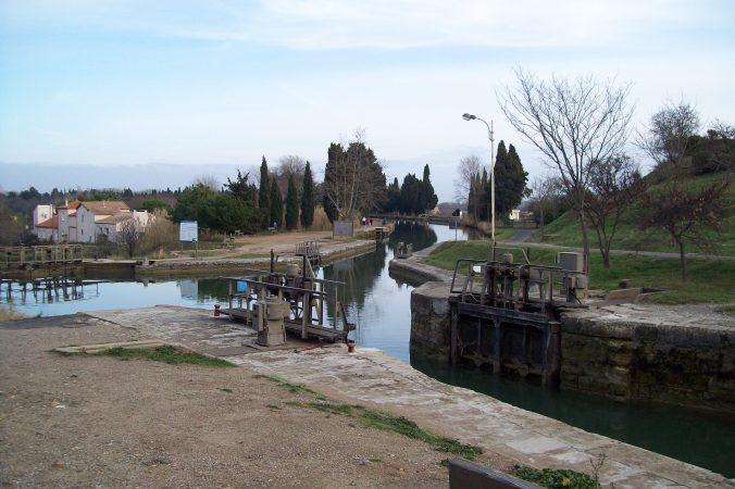 Una esclusa del Canal abierta