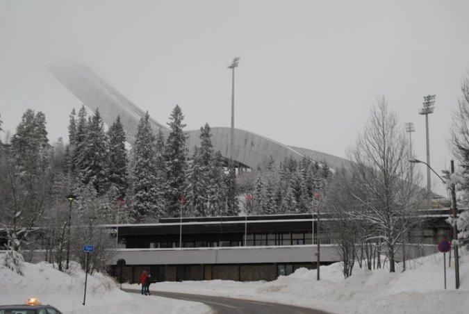El Holmenkollen rodeado de niebla...